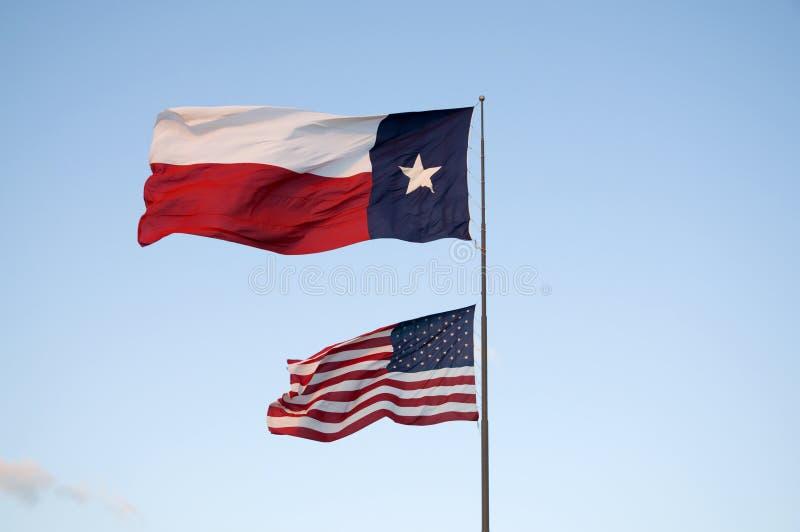 Bandeiras de Texas e de E.U. fotografia de stock