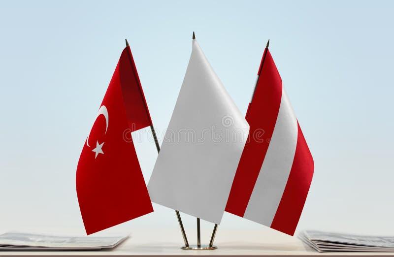 Bandeiras de Turquia e de Áustria fotos de stock