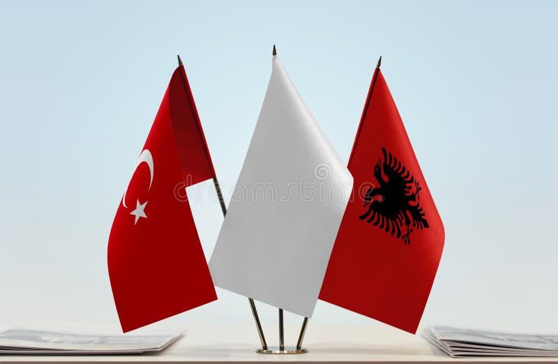 Bandeiras de Turquia e de Albânia foto de stock royalty free