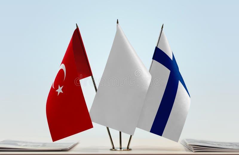 Bandeiras de Turquia e de Finlandia foto de stock royalty free