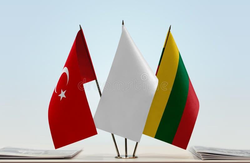 Bandeiras de Turquia e de Lituânia fotos de stock royalty free