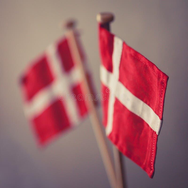 Bandeiras dinamarquesas fotografia de stock
