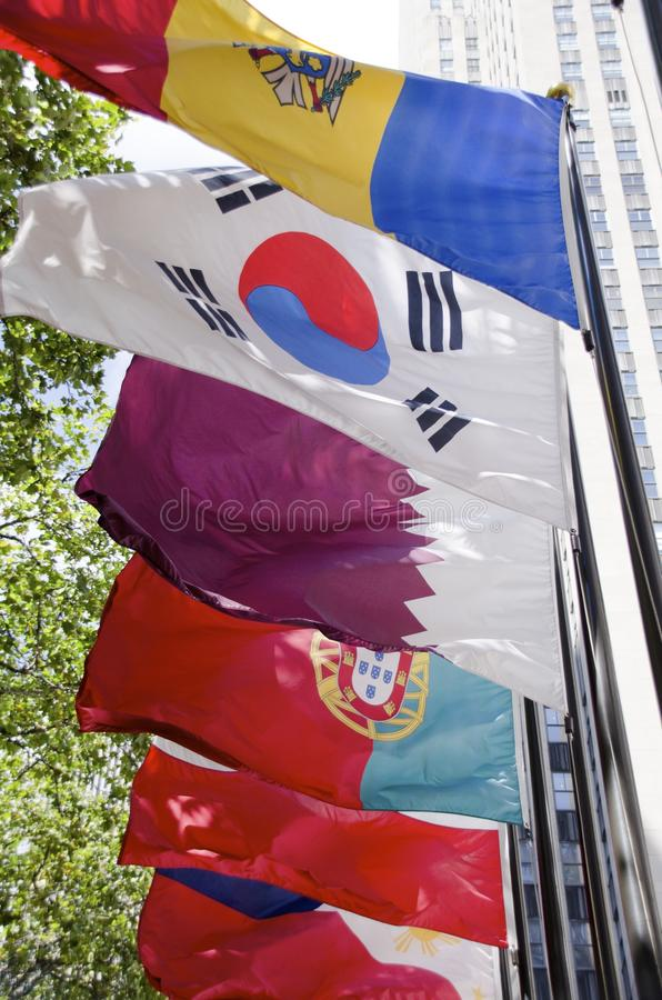 Bandeiras do centro de Rockefeller fotos de stock royalty free