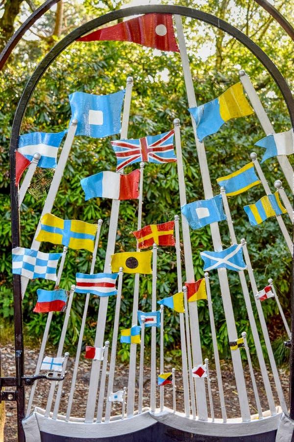 Bandeiras do metal no monte Wirral Meseyside de Bidston imagens de stock royalty free
