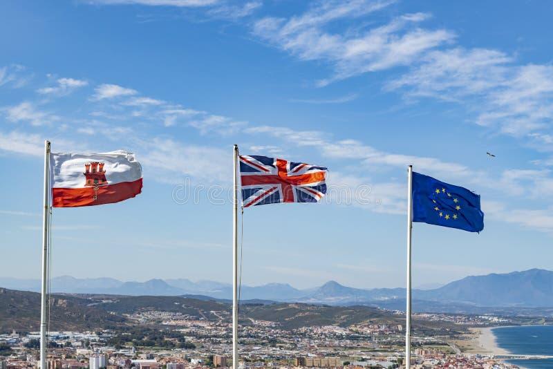 Bandeiras do voo de Gibraltar, do Reino Unido e da UE em Gibraltar imagem de stock