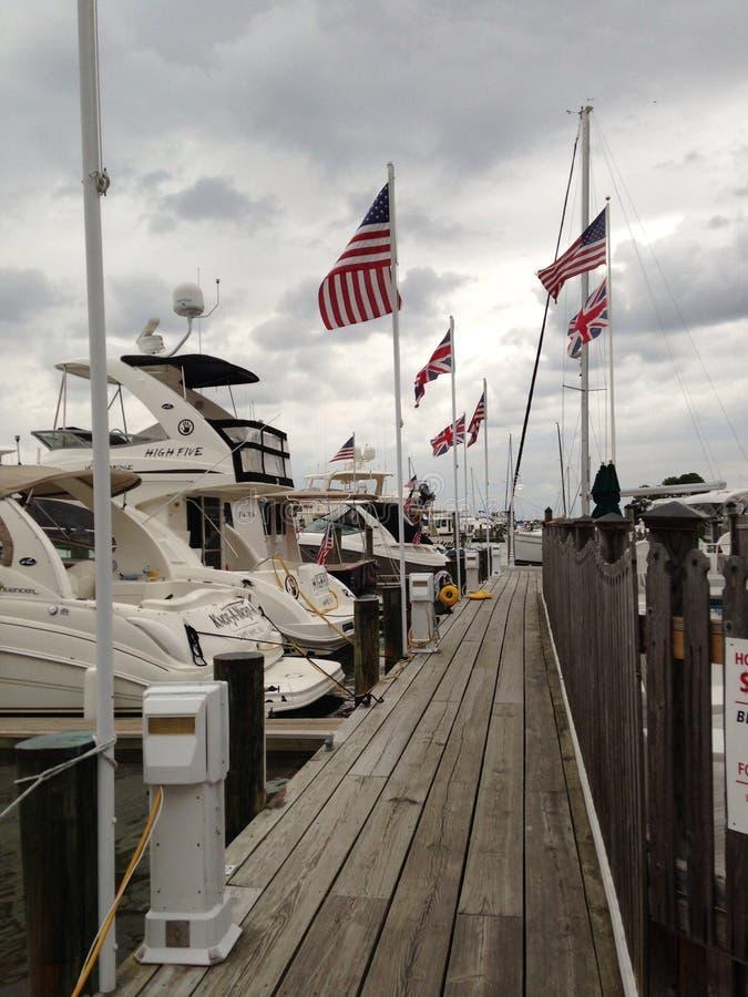 Bandeiras dos barcos de Cambridge Maryland imagens de stock royalty free