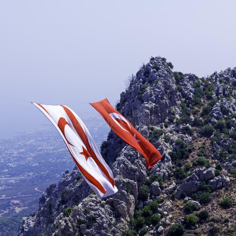 Bandeiras grandes de Chipre e de Turquia nortes - símbolo do fotos de stock royalty free