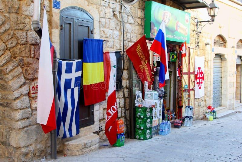 Bandeiras internacionais da mini mercearia do mercado, Bethlehem fotos de stock