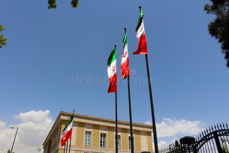 Bandeiras iranianas em Tehran, Irã fotografia de stock royalty free