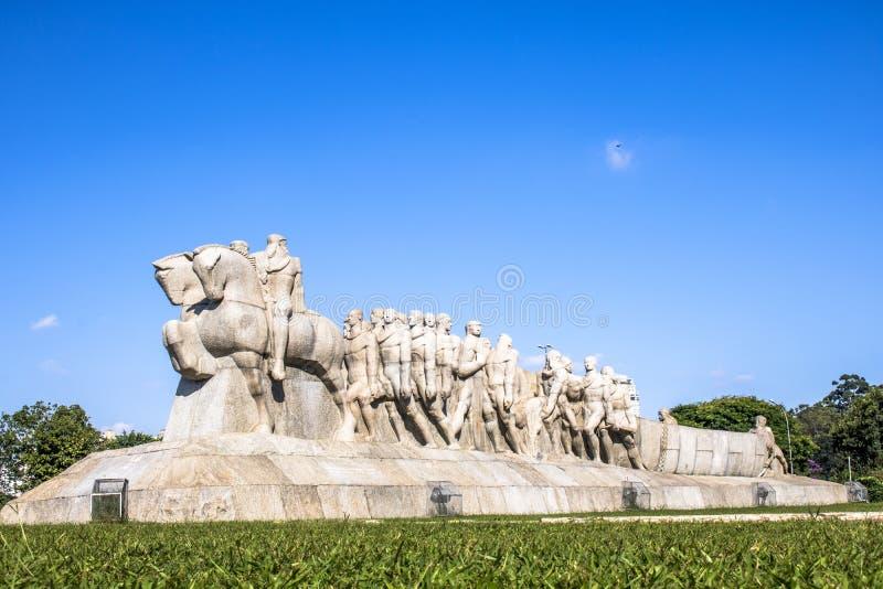 Bandeiras monument royaltyfri bild