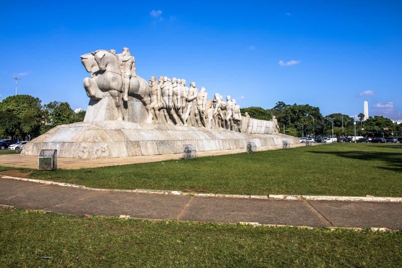 Bandeiras monument fotografering för bildbyråer