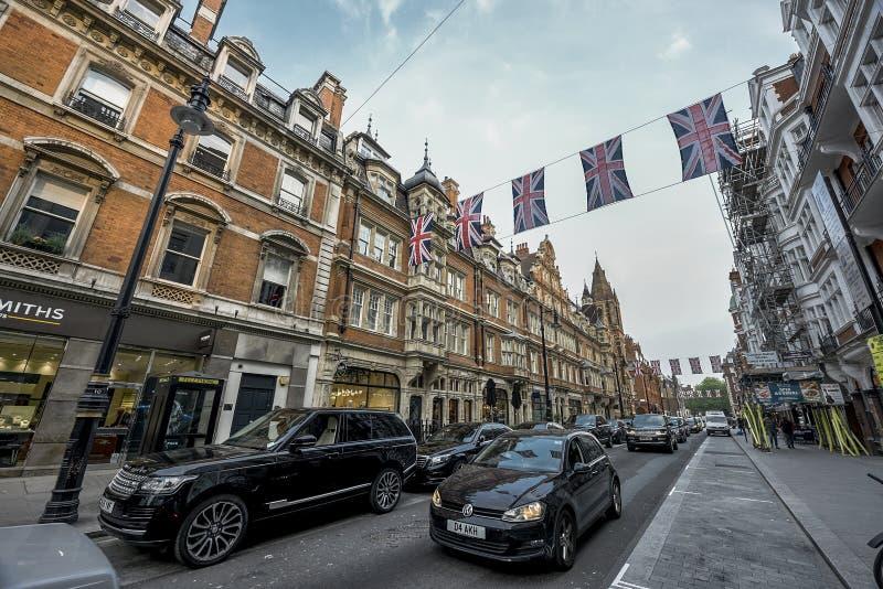 Bandeiras na rua regente foto de stock