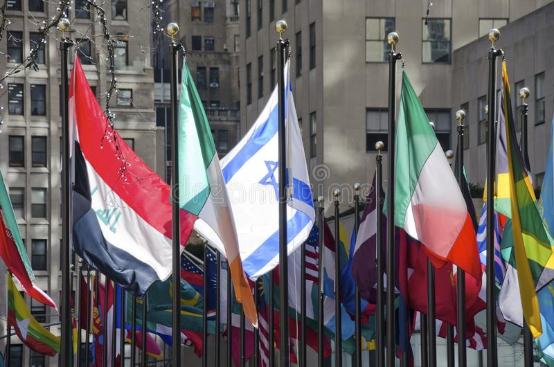 Bandeiras no centro de Rockefeller fotos de stock