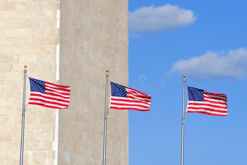 Bandeiras no monumento de Washington fotografia de stock royalty free