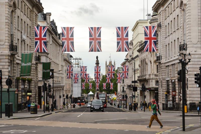 Bandeiras regentes de Londres Union Jack da rua imagens de stock royalty free