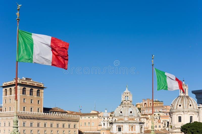 Bandeiras sobre Roma fotos de stock