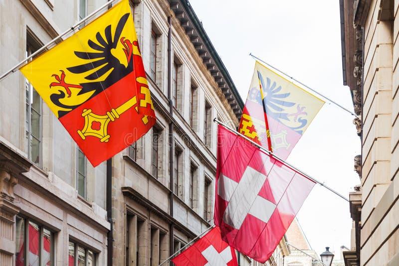 Bandeiras suíças do nacional e da cidade de Genebra foto de stock
