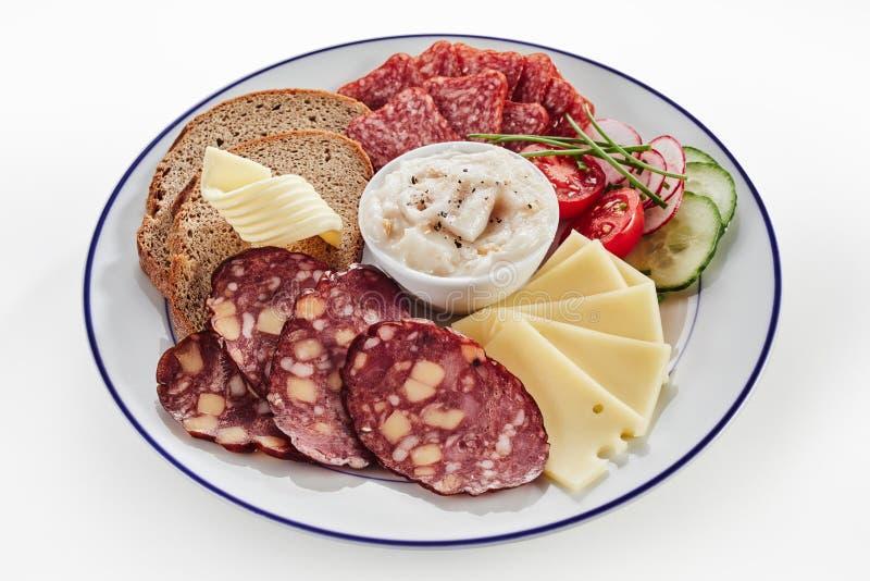 Bandeja alemão deliciosa do almoço do wurst ou da salsicha fotos de stock royalty free