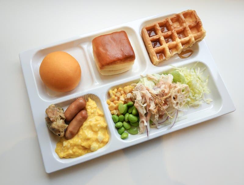 Bandeja branca deliciosa do bom dia 0n do café da manhã imagem de stock royalty free