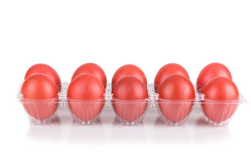 A bandeja de cor vermelha eggs para cumprimentos festivos e presente fotografia de stock