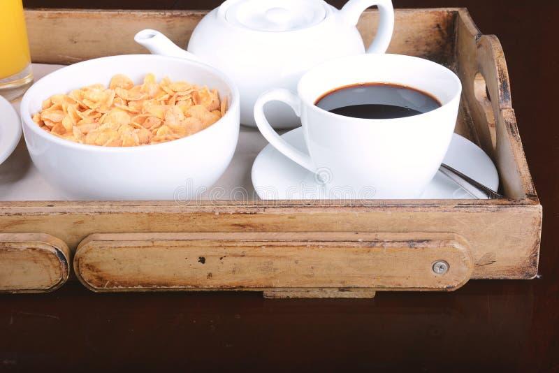 Hilo Chat para hablar de todo. Bandeja-del-desayuno-con-caf%C3%A9-zumo-de-naranja-y-cereales-96974645