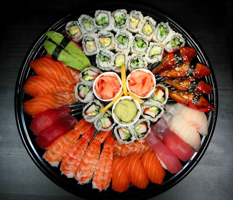 Bandeja del partido del sushi fotografía de archivo libre de regalías