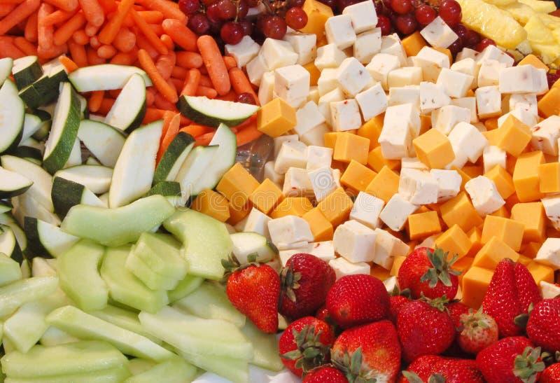 Bandeja del queso y de la fruta fotos de archivo libres de regalías