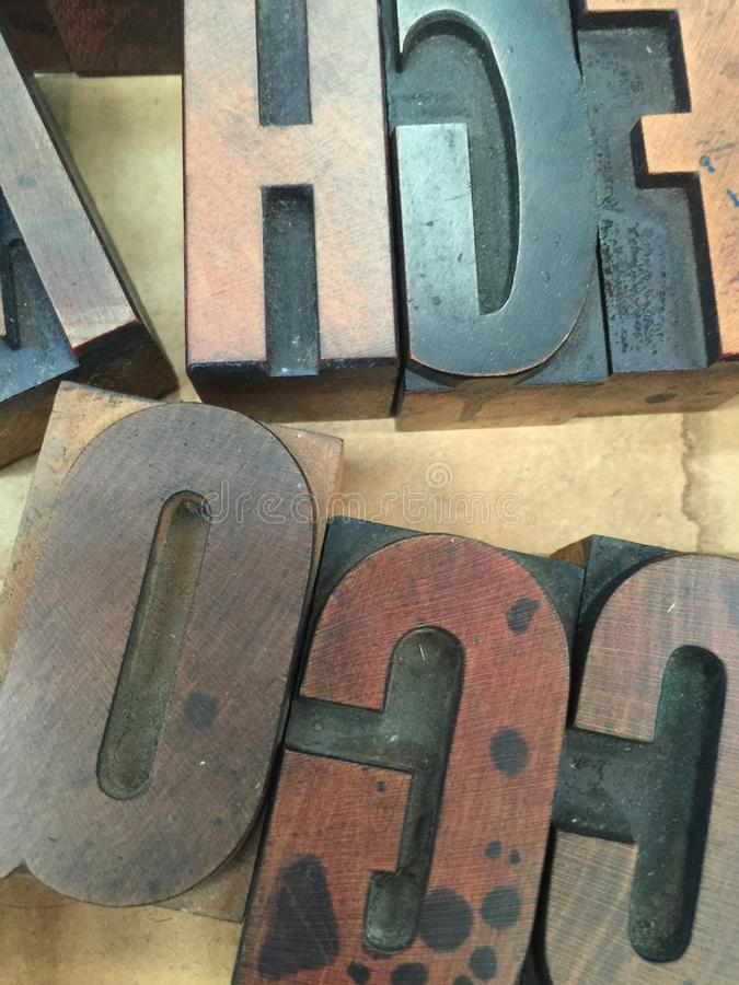 Bandeja del vintage de tipo de madera de la prensa de copiar foto de archivo