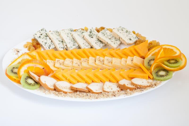 Bandeja deliciosa do queijo com vários queijos fotografia de stock royalty free