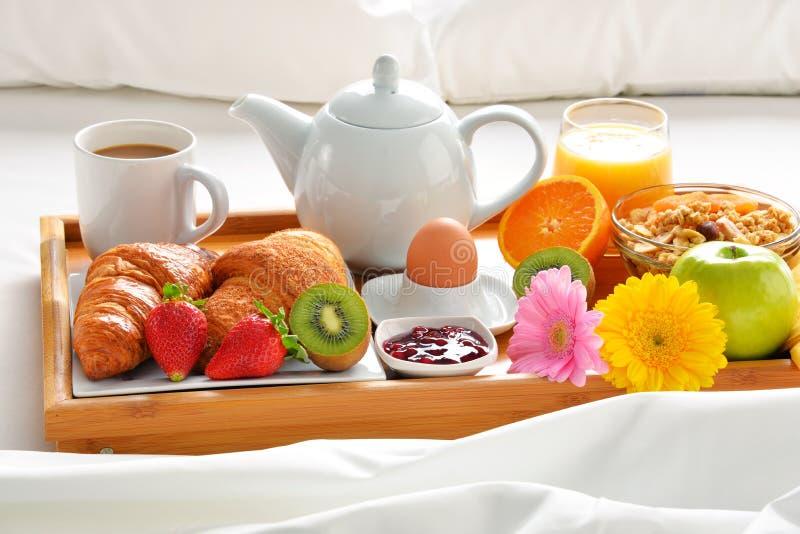 Bandeja do caf da manh na cama na sala de hotel foto de stock imagem de fruta hotel 90251016 - Plateau petit dejeuner ikea ...