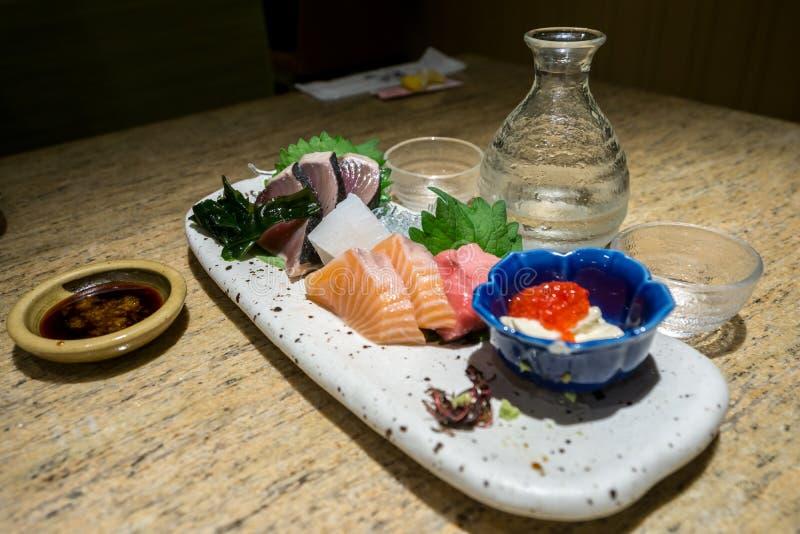 Bandeja do Sashimi com causa foto de stock