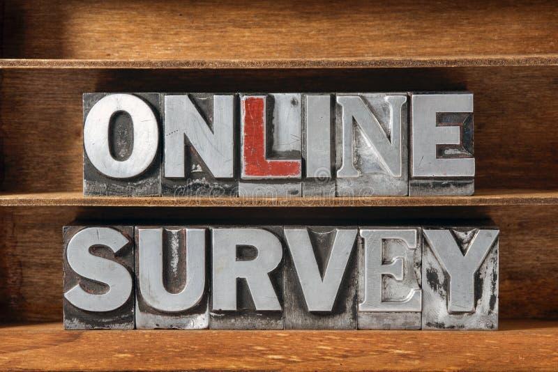 Bandeja en línea de la encuesta imagen de archivo