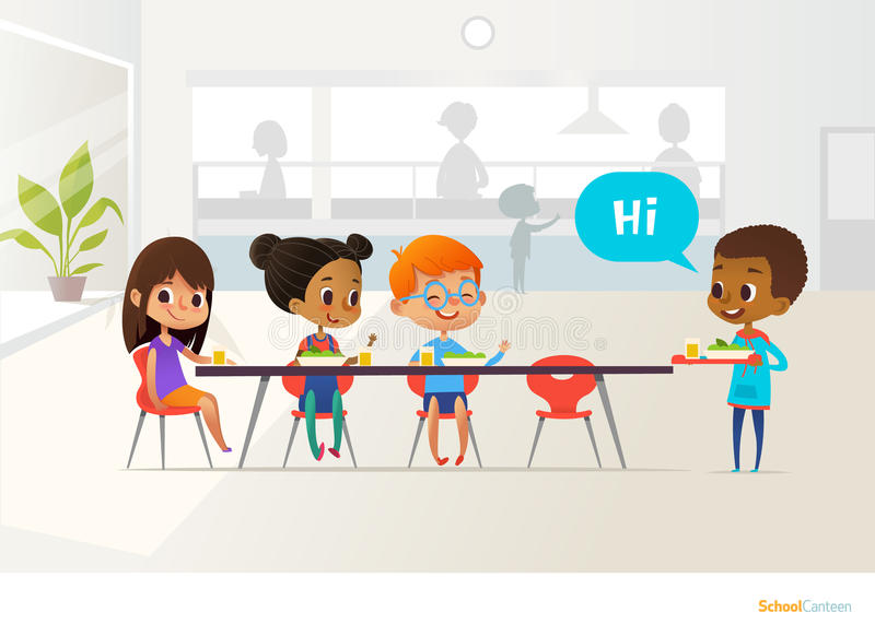 Bandeja levando do aluno novo de alimento e de colegas do cumprimento que sentam-se na tabela na cantina Crianças que têm o almoç ilustração royalty free