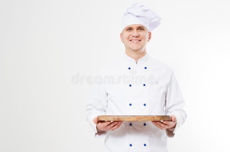 Bandeja vacía de la tenencia del cocinero de la sonrisa aislada en el fondo, la comida y el concepto blancos de la bebida fotos de archivo libres de regalías