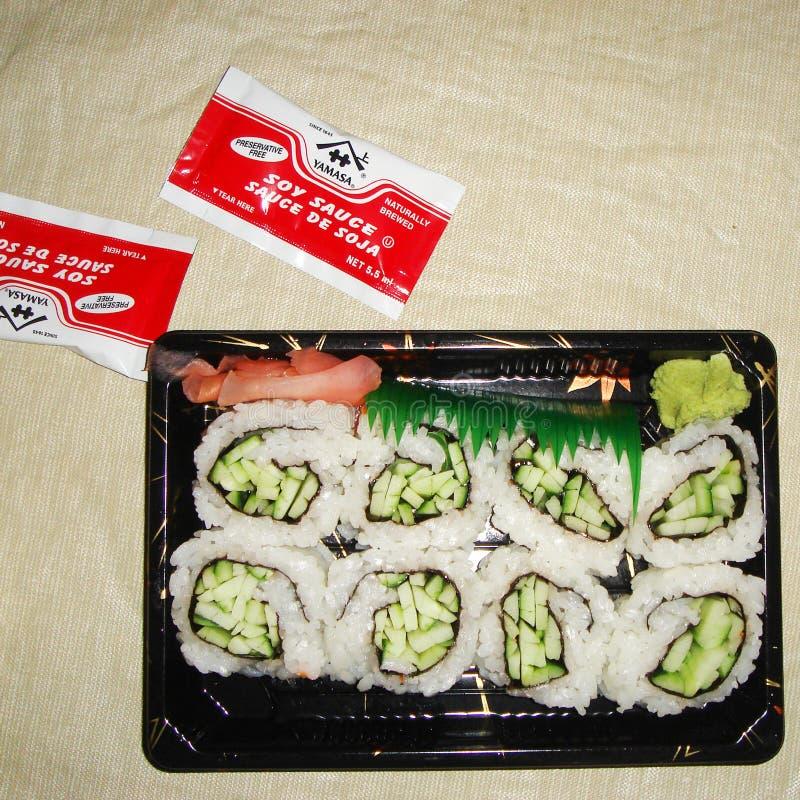 Bandeja vegetariana del sushi imagenes de archivo