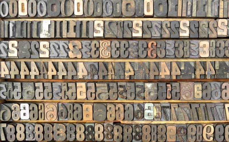 Bandeja velha de números typeset. foto de stock