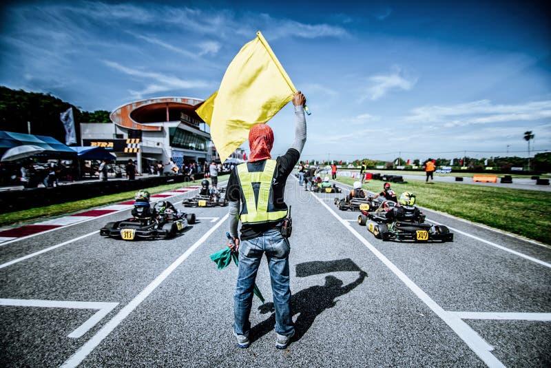 Bandera amarilla de Karting imagenes de archivo