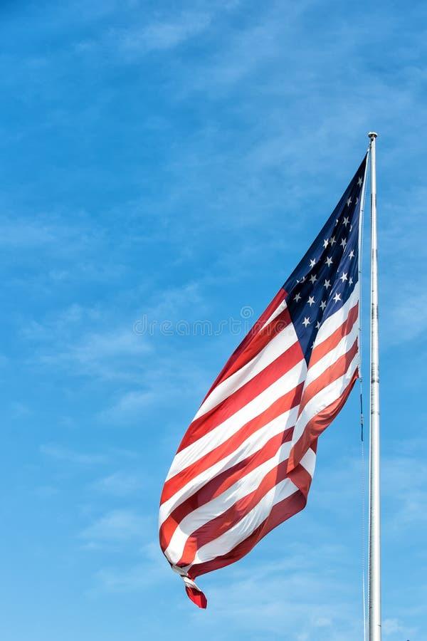 Bandera americana en el cielo azul en Key West, los E.E.U.U. fotos de archivo libres de regalías