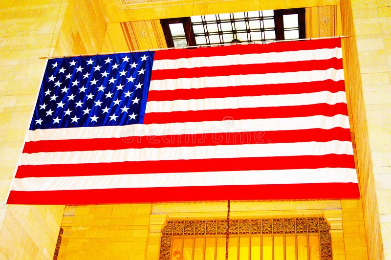 Bandera americana en el terminal de Grand Central en New York City fotos de archivo libres de regalías