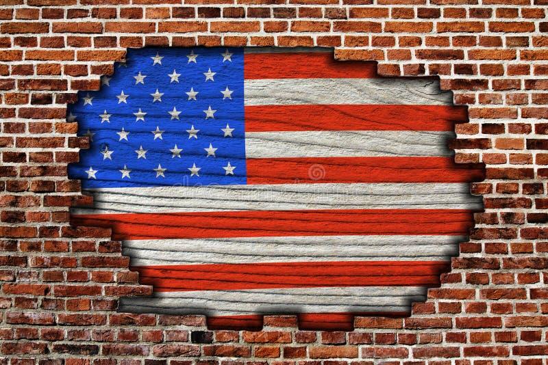 Bandera americana en la pared de ladrillo vieja imagenes de archivo