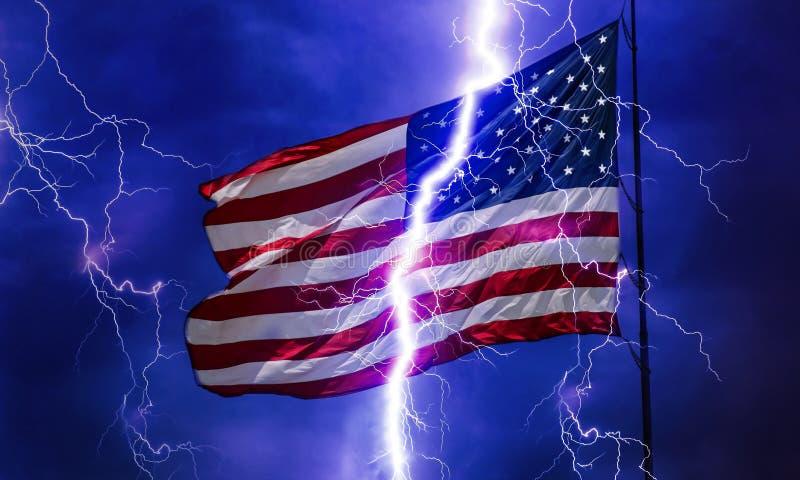 Bandera americana en la tempestad de truenos imágenes de archivo libres de regalías