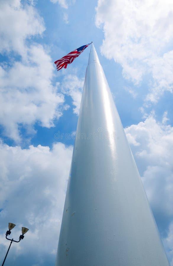 Bandera americana en polo alto imagen de archivo libre de regalías