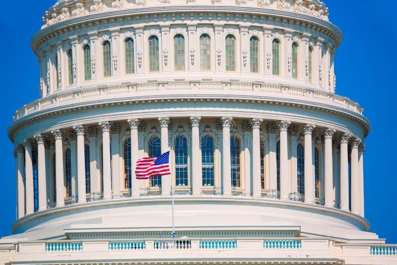 Bandera americana los E.E.U.U. del Washington DC del edificio del capitolio imágenes de archivo libres de regalías