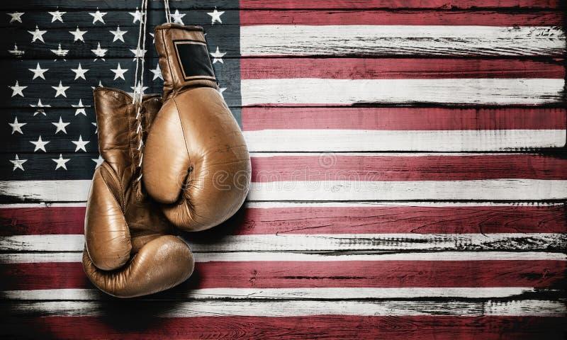 Bandera americana y guantes de boxeo imágenes de archivo libres de regalías