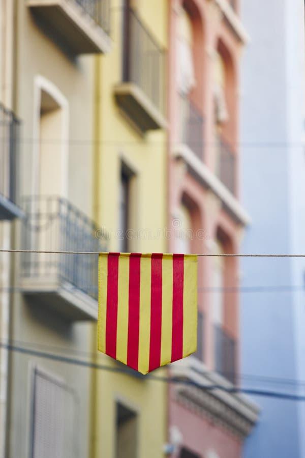 Bandera aragonese tradicional con el backgound constructivo coloreado multi foto de archivo