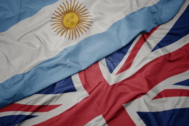 bandera colorida que agita de Gran Bretaña y bandera nacional de la Argentina imagen de archivo libre de regalías