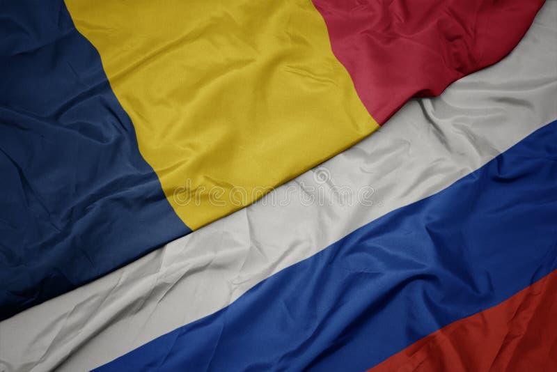 bandera colorida que agita de Rusia y bandera nacional del sábalo imagenes de archivo