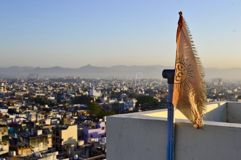 Bandera con símbolo del hinduism de OM imagen de archivo libre de regalías