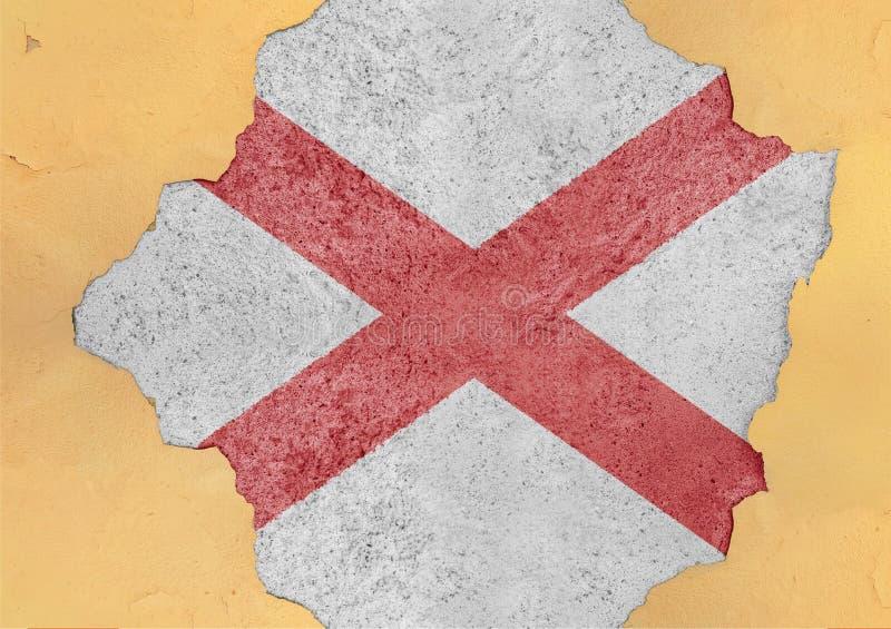 Bandera de Alabama del estado de los E.E.U.U. en agujero agrietado concreto grande y material quebrado foto de archivo