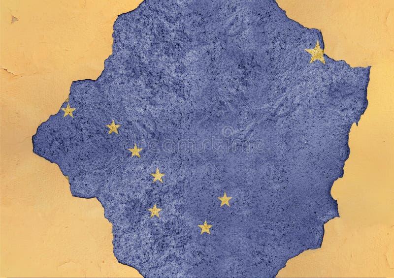 Bandera de Alaska del estado de los E.E.U.U. pintada en el agujero concreto y la pared agrietada fotos de archivo libres de regalías